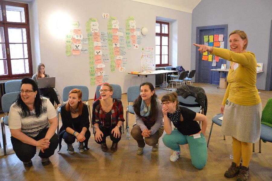 Wie gewöhnlich im Frühjahr luden die Koordinierungszentren Deutsch-Tschechischer Jugendaustausch – Tandem zur Basisschulung für angehende Sprachanimateur/-innen ein