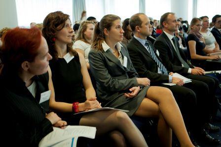 http://www.tandem-org.de/assets/images/Tandem_News/2015/15jahrefbp-publikum.jpg