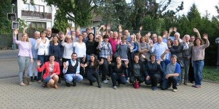 Teilnehmer/-innen aus ganz Deutschland und Tschechien kamen auf dem Seminar zusammen, um sich mit ihrem Partner aus dem Nachbarland zu treffen, neue Kontakte zu knüpfen, sich untereinander auszutauschen und sich über die Fördermöglichkeiten für deutsch-tschechische Jugendbegegnungen von Städte- und Gemeindepartnerschaften zu informieren.