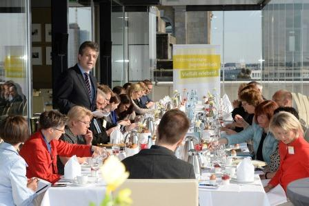 Parlamentarisches Frühstück in Berlin (Foto: David Ausserhofer)